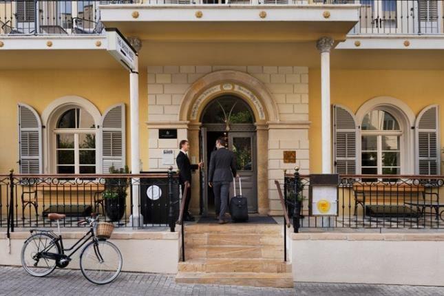 entrance hotel drisco